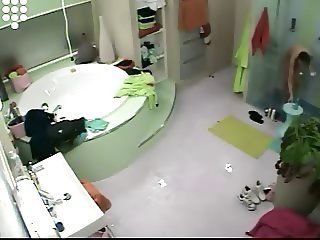 Big Brother NL 5 Ladies nude shaving in shower